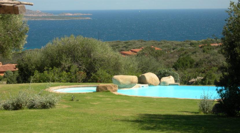 San Pantaleo swimming pool vista