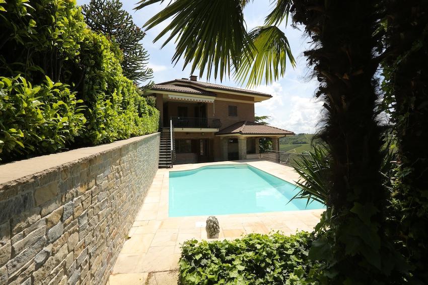 Villa di lusso con vigna a Santo Stefano Belbo