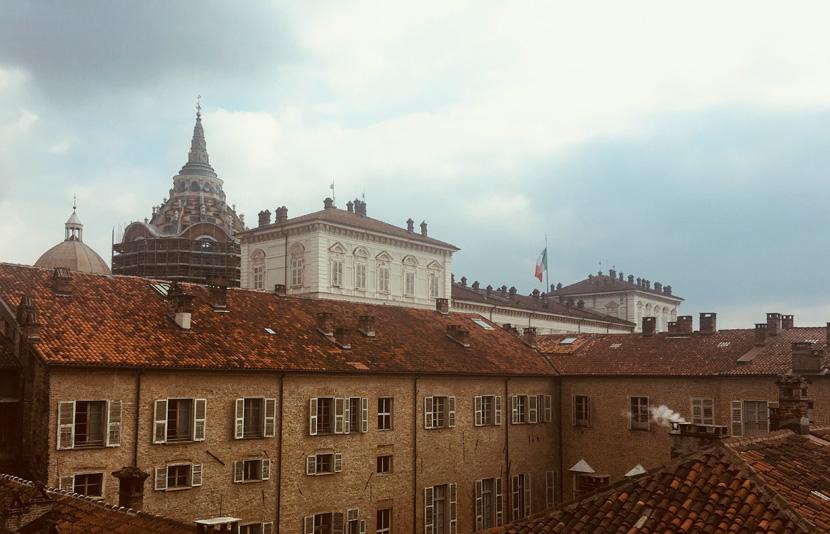 Appartamento arredato con vista del palazzo reale kate for Appartamento arredato torino